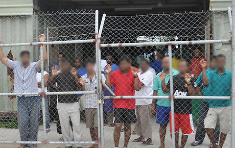 NZ offers to help resolve Manus Island crisis
