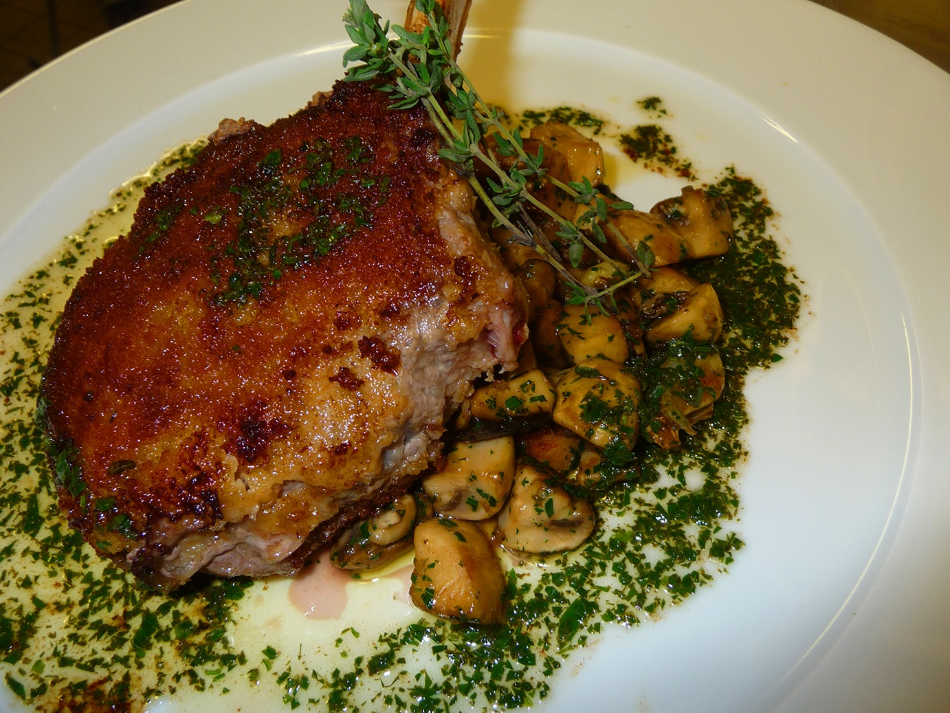 Veal cutlets with mushrooms and comté