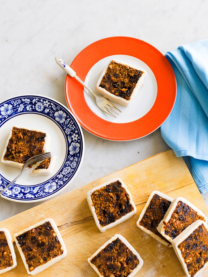 Sri lankan christmas cake recipe sbs food sri lankan christmas cake its important to follow the instructions for lining the tin to prevent the cake burning during the long cooking time forumfinder Choice Image