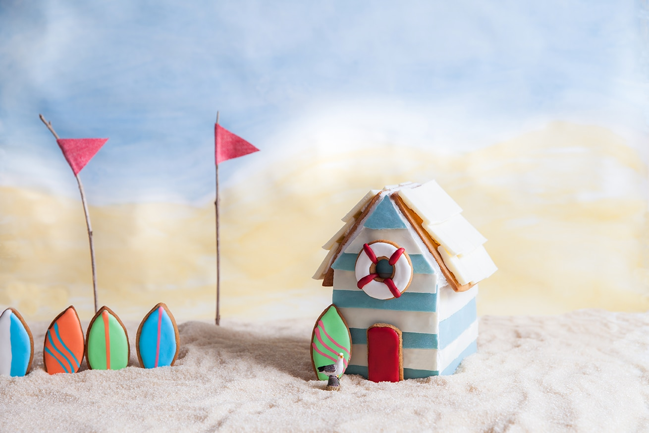 Gingerbread house recipe | Gingerbread beach hut ...