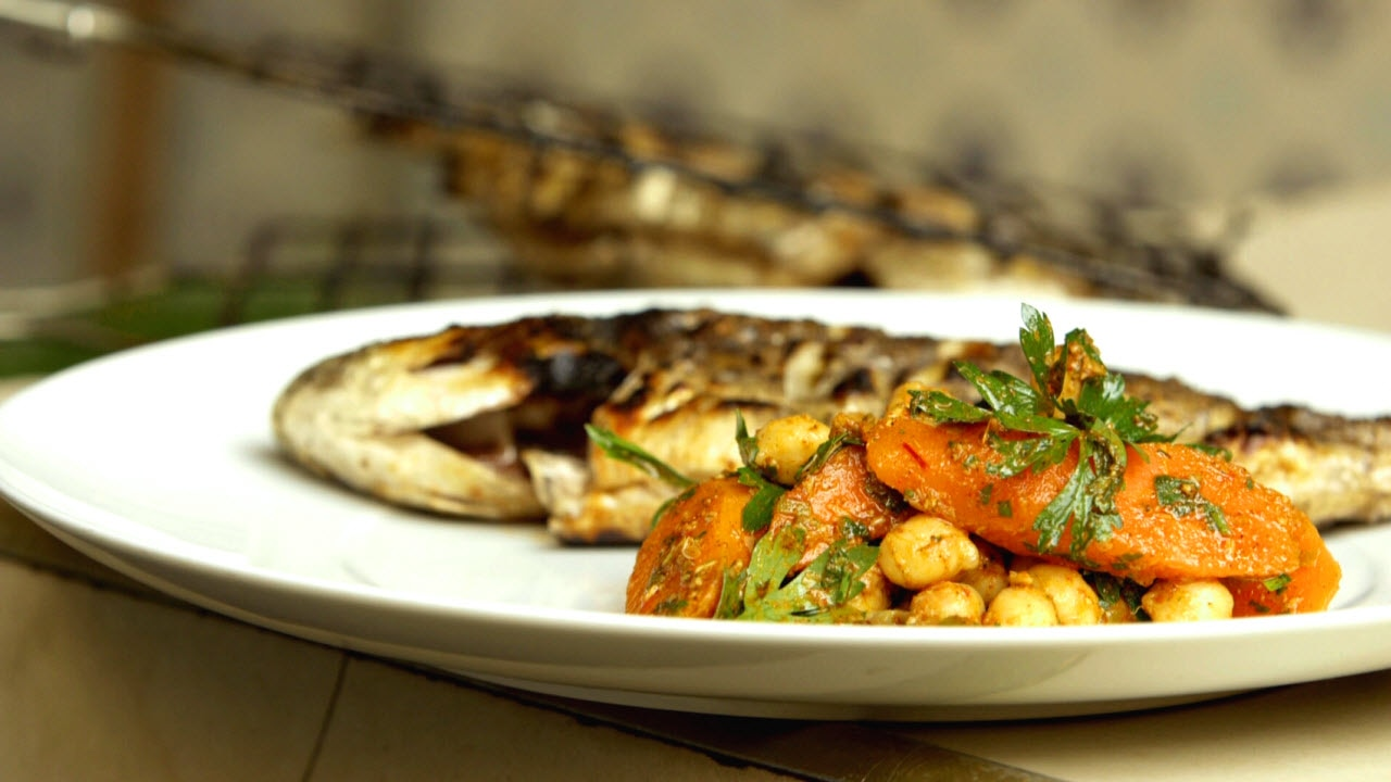 chermoula-spiced_carrot_and_chickpea_salad_with_chargrilled_fish.jpg