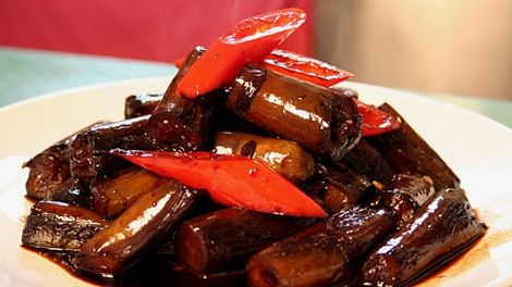 Shanghai-style stir-fried eggplant | Chinese recipes | SBS Food