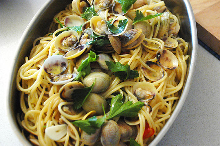 Spaghetti with baby clams (spaghetti alle vongole)