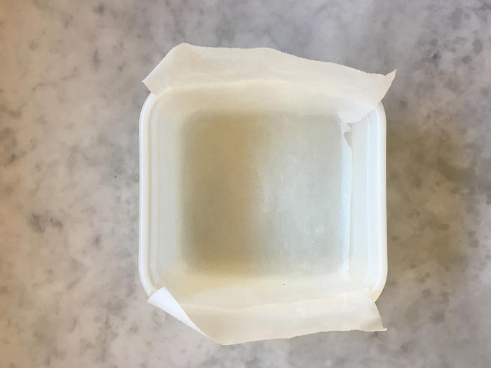 Container with baking paper for microwave cheung fun