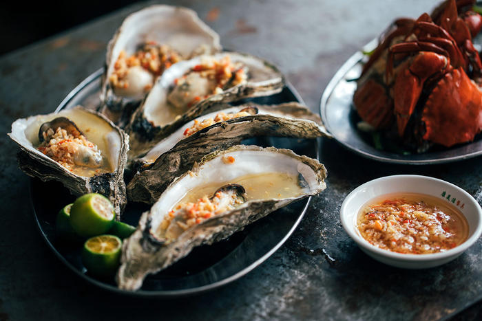 Steamed oysters with garlic, ginger and crab tomalley