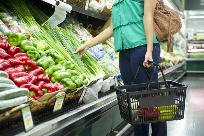Take care when handling produce – and shopping baskets – when grocery shopping.