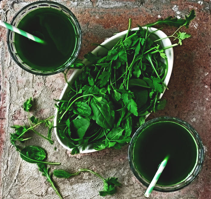 A green detox drink from parsley, arugula and spinach: A healthy drink or a miracle detox cure-all?