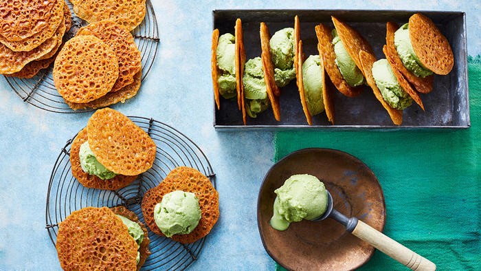 Green matcha sorbet with ginger wafers