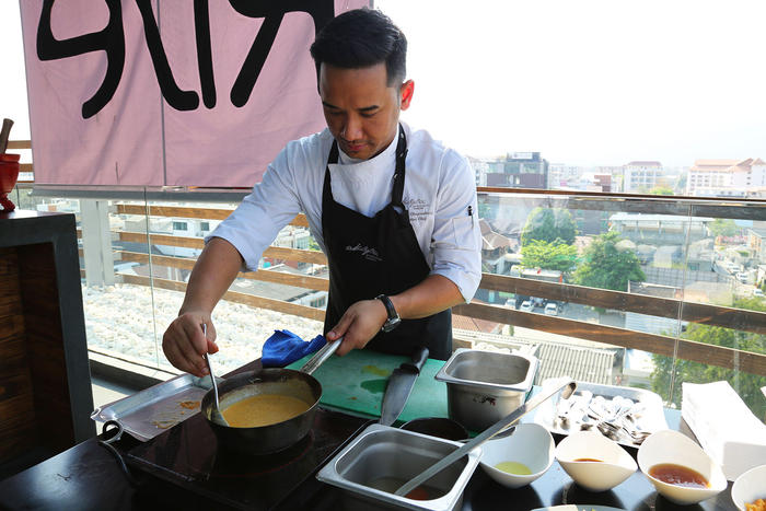 Phubase Chuprakong conducts cooking classes from the hotel.