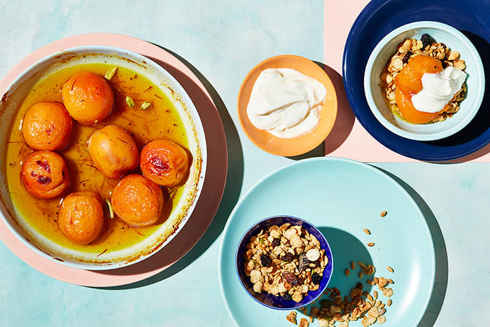 Roasted apricots with honey, cardamom and saffron