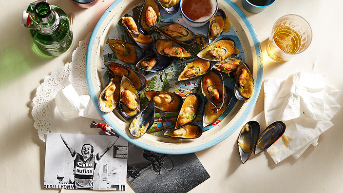 Mussels with a spicy beer sabayon gratin