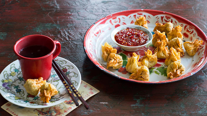 What to do with your wonton wrappers sbs food and deep fried until crisp are calling in this very easy chicken salad wh httpssbsfoodblog20180424best wrap album won ton clan forumfinder Choice Image