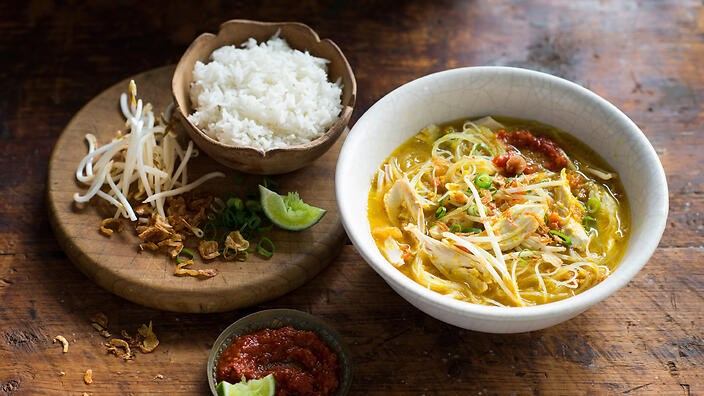 Chicken noodle soup soto ayam recipe sbs food forumfinder Choice Image
