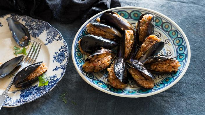 Aromatic rice-stuffed mussels (midye dolma)