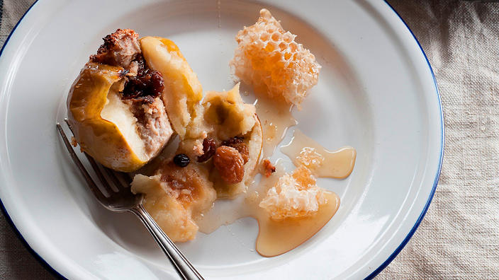 Baked apples with marzipan