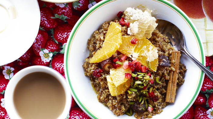 Sweet freekeh with dates and honey