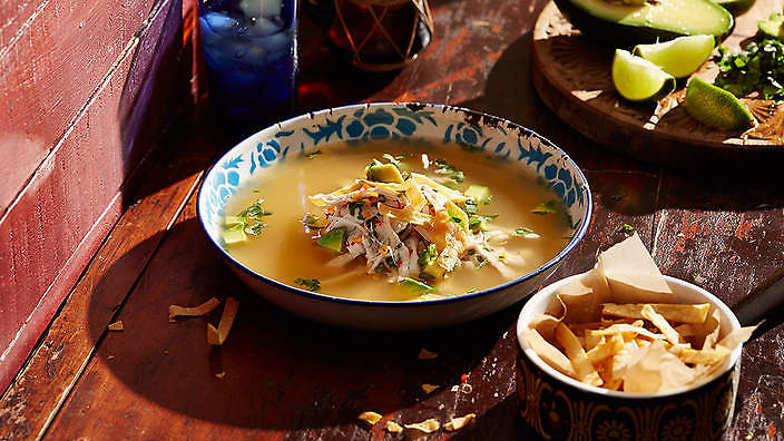 Lime-scented chicken soup
