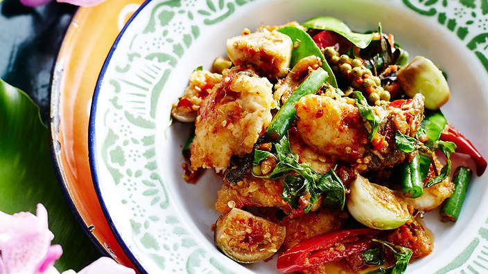 Stir-fried fish with chilli, ginger and eggplants (padt ...