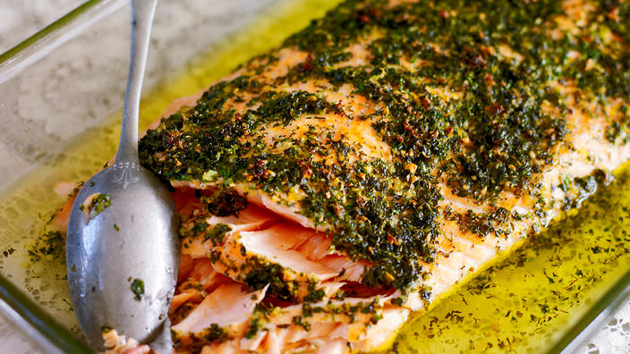 Grilled salmon with onion sauce