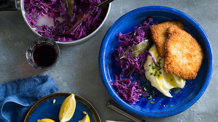 Schnitzel with mashed potato and red cabbage