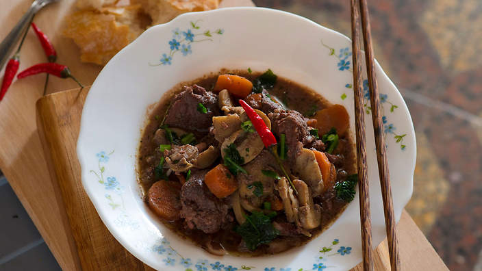 Veal in red wine veau au vin rouge recipe sbs food veal in red wine veau au vin rouge forumfinder Image collections