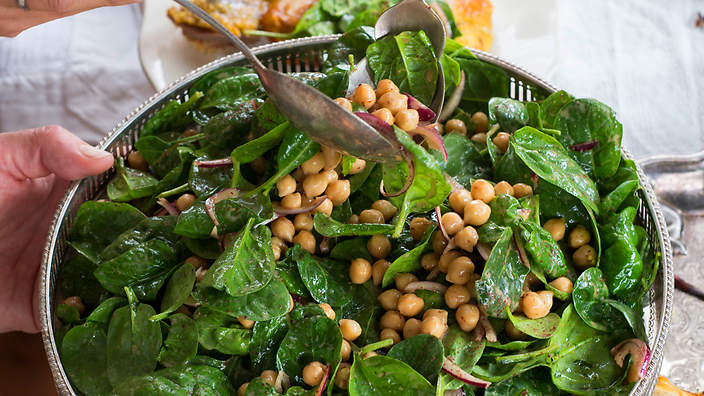 Baby Spinach And Chickpea Salad With Yoghurt Dressing