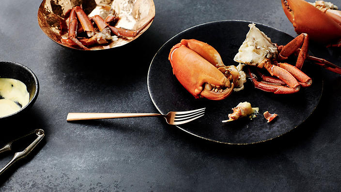 Boiled mud crab with mustard butter