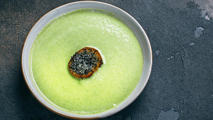 Broccoli soup with seaweed butter crouton