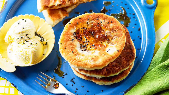 Brown sugar pancakes (hotteok)