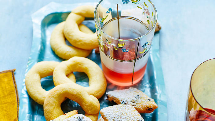 Aniseed ring biscuits (bussolai)