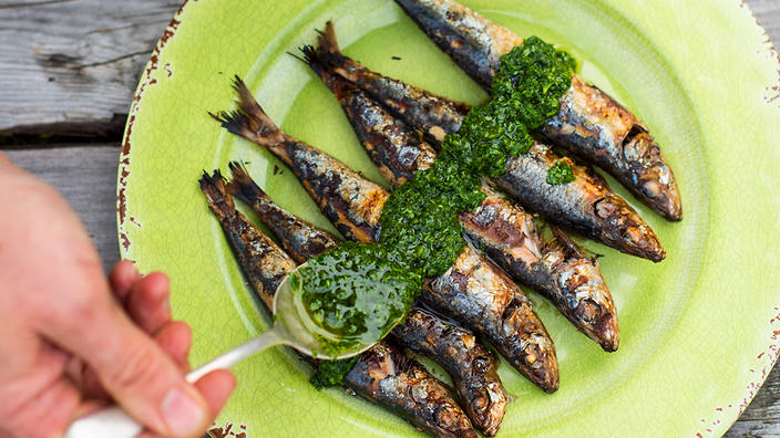 Chargrilled sardines with green sauce