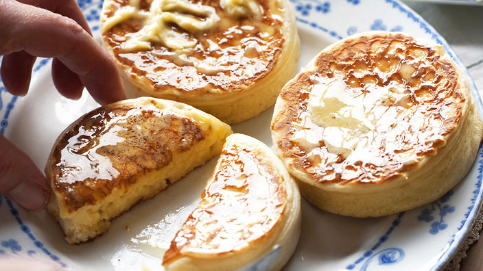 crumpets with honey