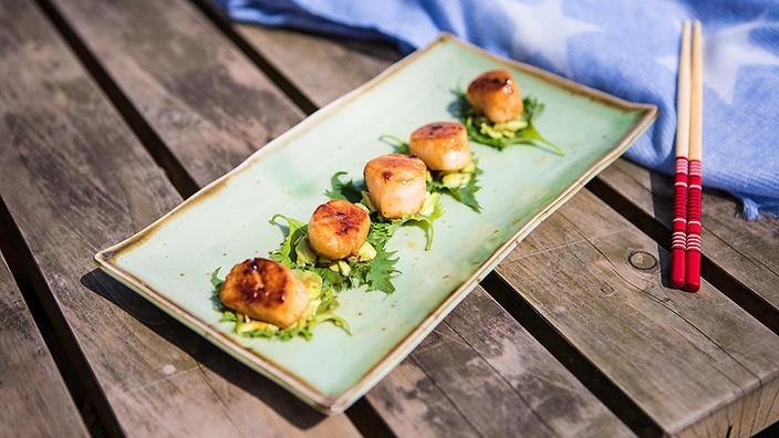 Barbecued scallops with sake butter