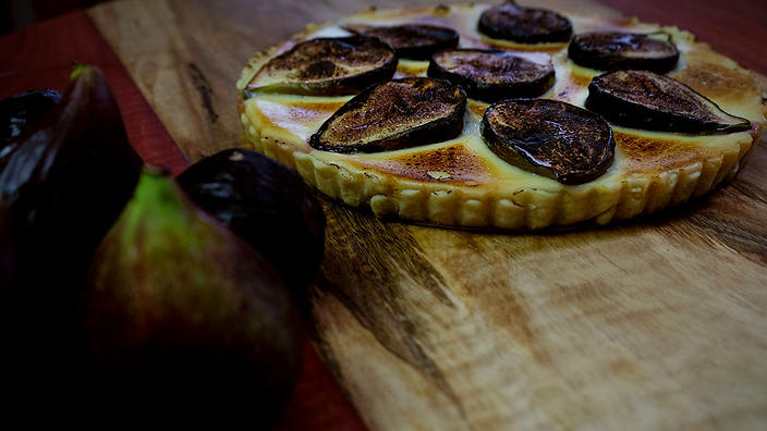 Fig tart with brown butter anglaise