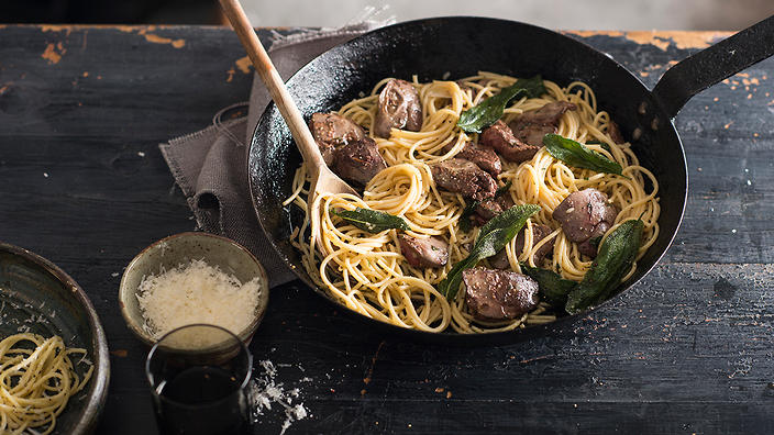 Spaghetti with chicken livers