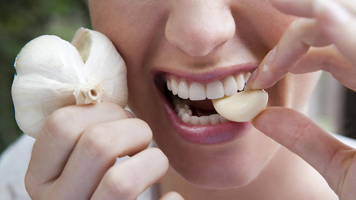 How to Use Garlic to Improve Your Wellbeing (and Avoid Garlic Breath)