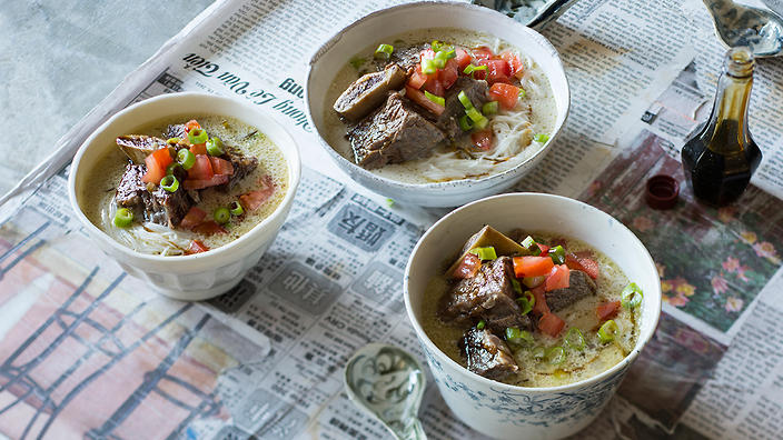 Betawi beef rib soup with vermicelli noodles