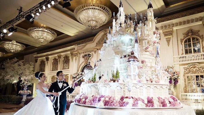 These amazing wedding cakes were bigger than the bride sbs food these amazing wedding cakes were bigger than the bride something old something new something incredibly large junglespirit Gallery