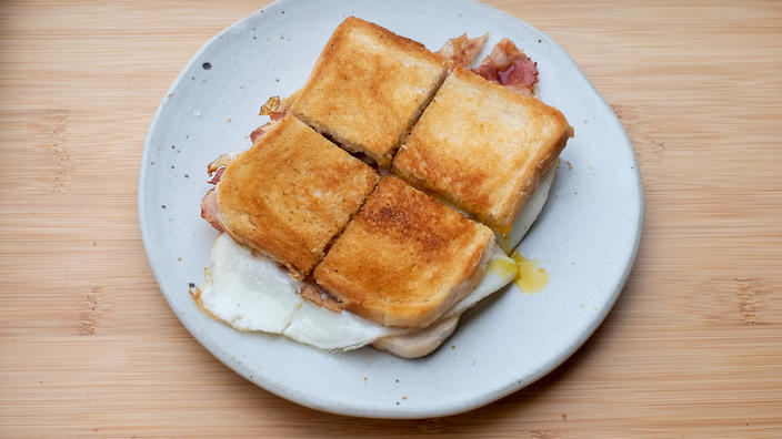 The special egg and bacon merenda sandwich.
