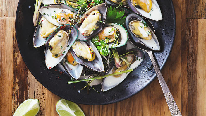 Mussels with coriander and green chilli