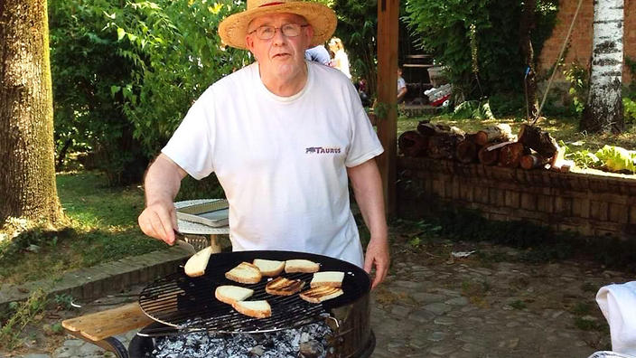 Pier Luigi Farioli, one year before he died, grilling at his last barbecue with Marcello.