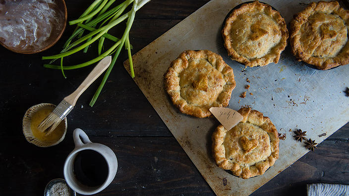 Red-cooked pork pot pies