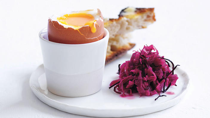 Red cabbage and egg