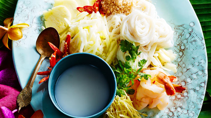 Rice noodles with pineapple, prawns and coconut sauce