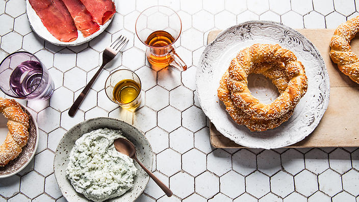 Simit with haydari (Turkish sesame bread with yoghurt dip)