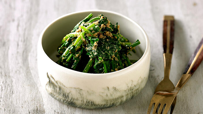 Spinach in sesame dressing