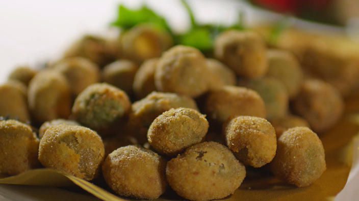 Stuffed fried olives (olive all'ascolana)
