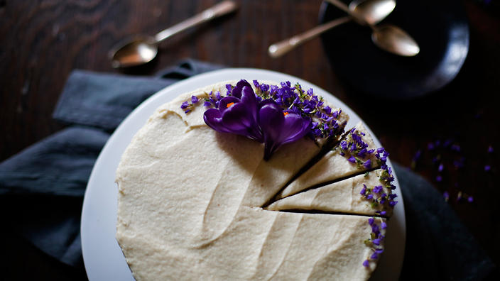 New Orleans almond and sour cream wedding cake