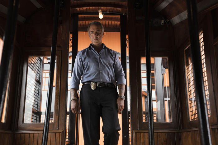 Detective Harry Bosch, played by Titus Welliver, on the job