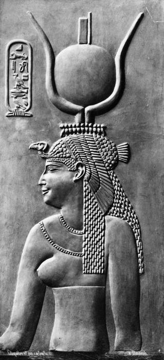 Circa 50 BC, Cleopatra (69 - 30 BC), queen of Egypt, the last and most famous of the Ptolemaic dynasty. (Photo by Hulton Archive/Getty Images)